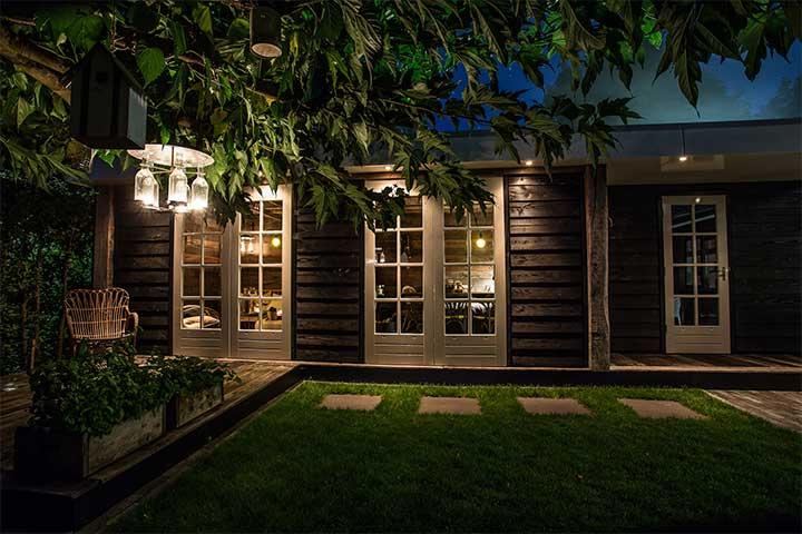 LODZ Veranda afgesloten middels panelen waardoor er een extra leefruimte ontstaat waar u gedurende het gehele jaar kunt genieten!